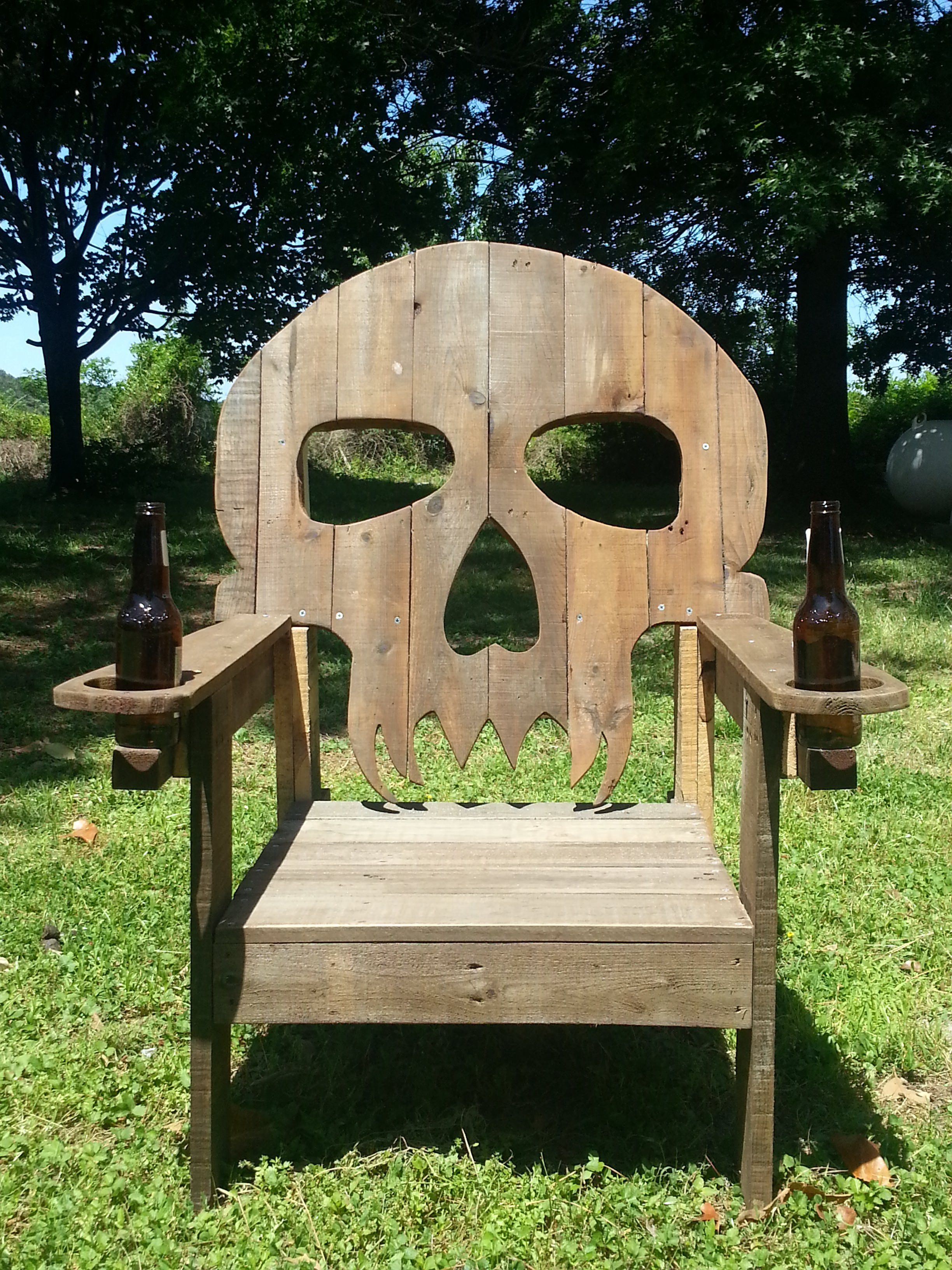 pallet skull chair pallet ideas chaise en t te de mort palettes en bois et palettes en bois. Black Bedroom Furniture Sets. Home Design Ideas