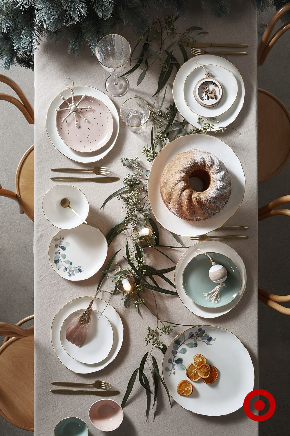 Gold Rim Tableware Adds A Glam Festive Touch To The Dinner Table Christmas Decorations Table Settings Christmas Table Decorations Classy Christmas