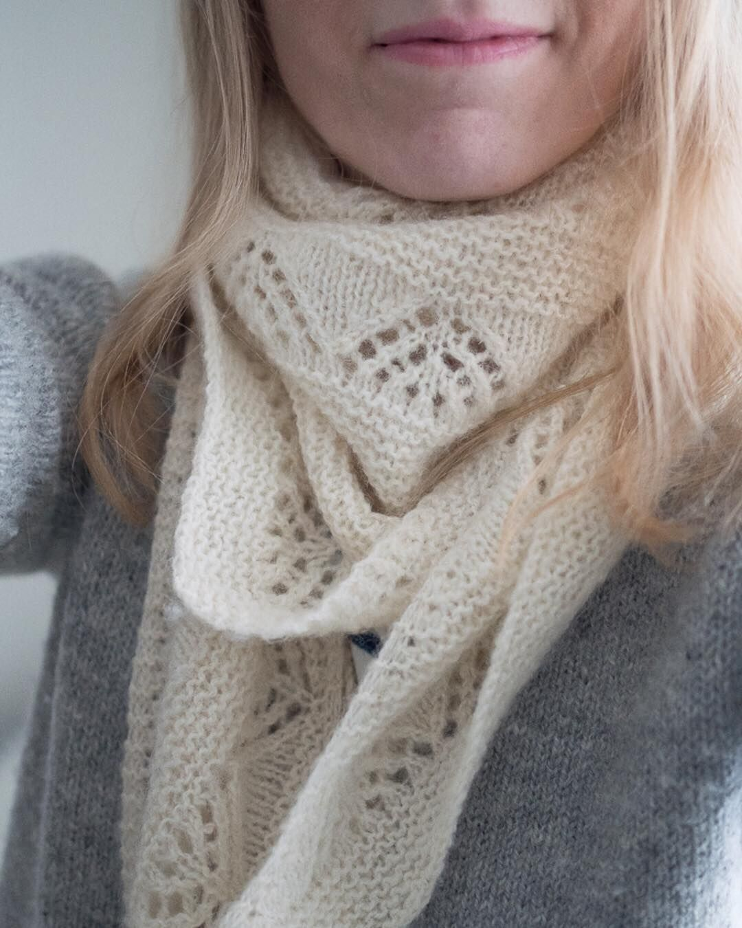 "440 Synes godt om, 3 kommentarer – Suvi (@suviknits) på Instagram: ""Dressed up in Tukuwool today :) My #softsunday shawl and #edinburghcardigan will keep me warm on…"""