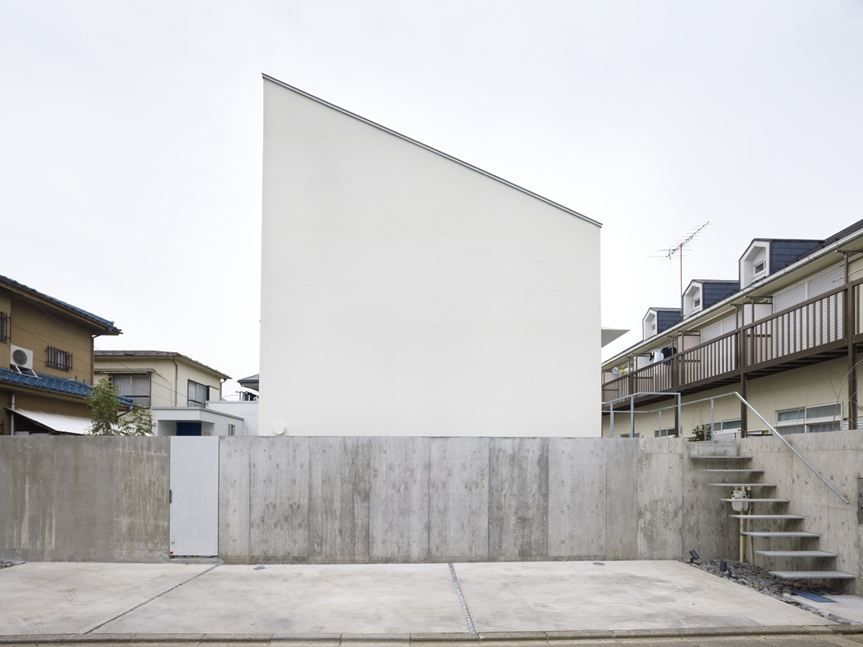 Makoto Tanijiri Architect Hiroshima / Japan suppose design office Design firm Nagoya / Japan House in Fuchu Tokyo / Japan / 2011 photos: suppose design office
