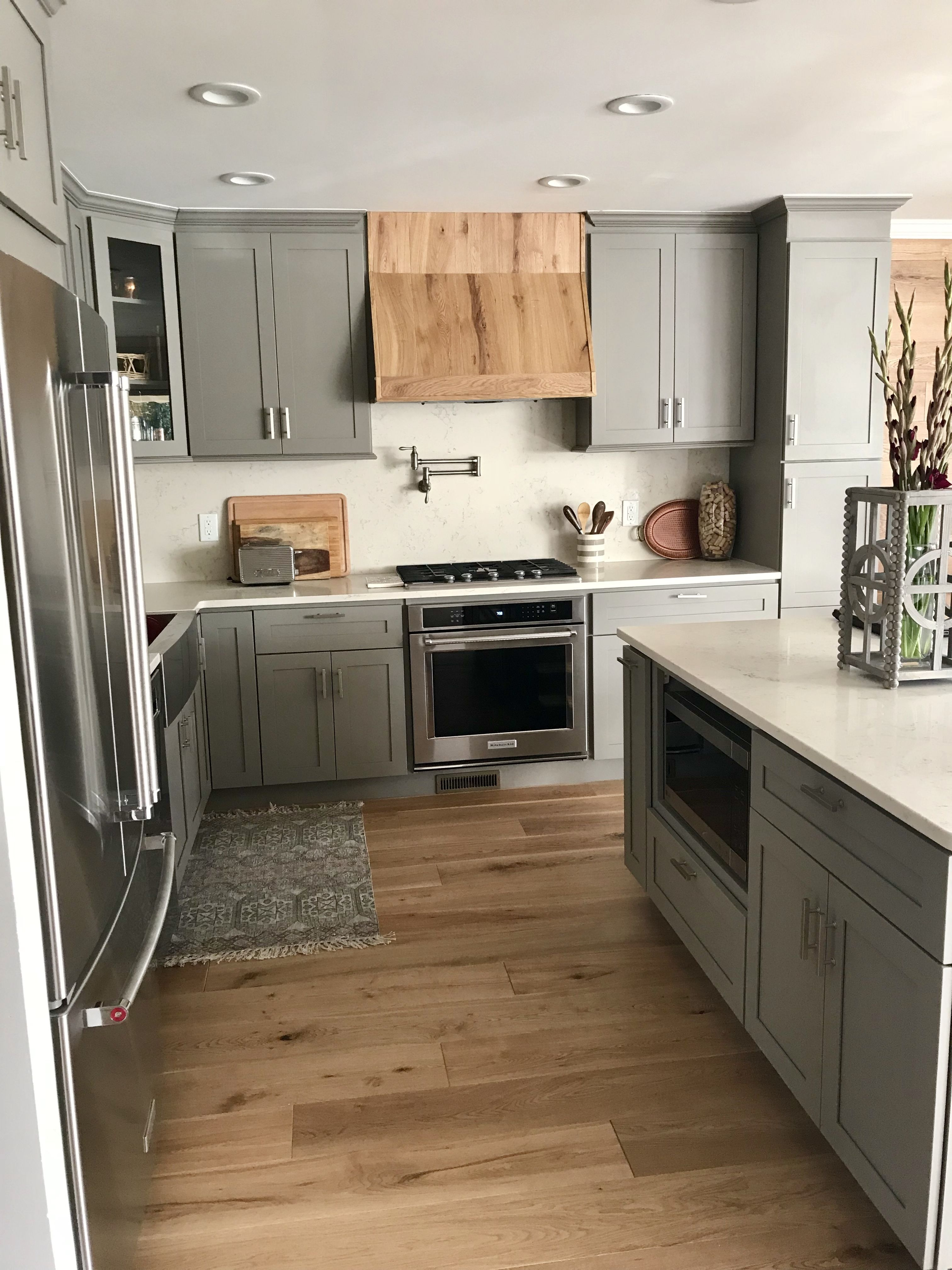 Grey Shaker Kitchen Cabinets With Quartz Countertops And