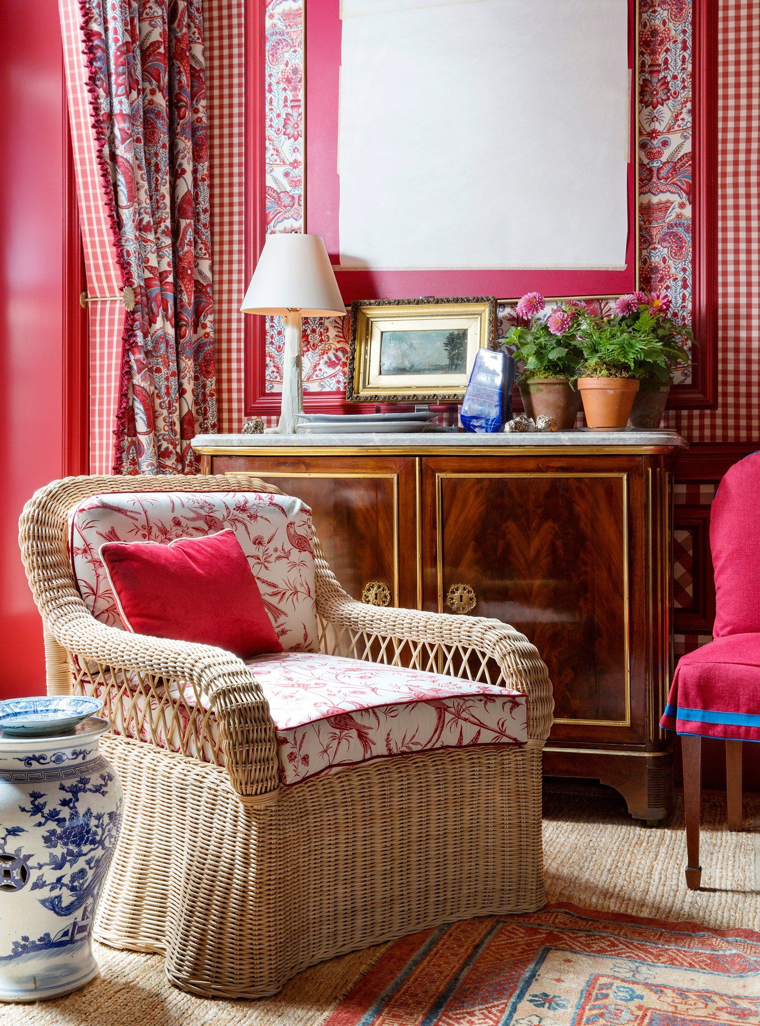 things every perfectly decorated home should have one top designer shares his secrets also homes and rh pinterest