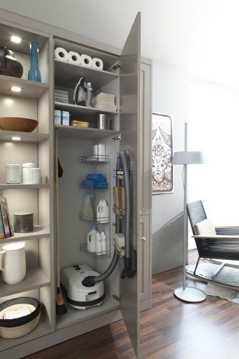 Ricavare Un Ripostiglio In Casa Anche In Stanze Dove Non Avreste Pensato Arredamento Lavanderia Ristrutturazione Del Bagno Idee Bagno Piccolo