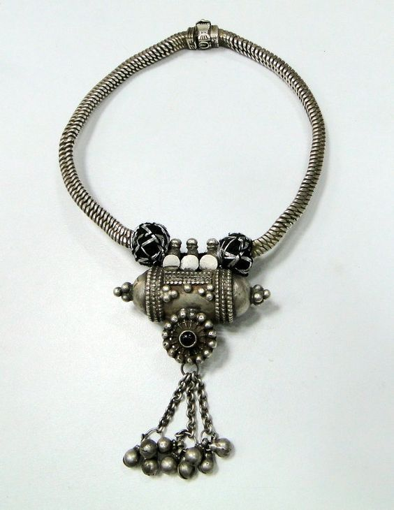 India | Vintage solid sterling silver pendant necklace.: