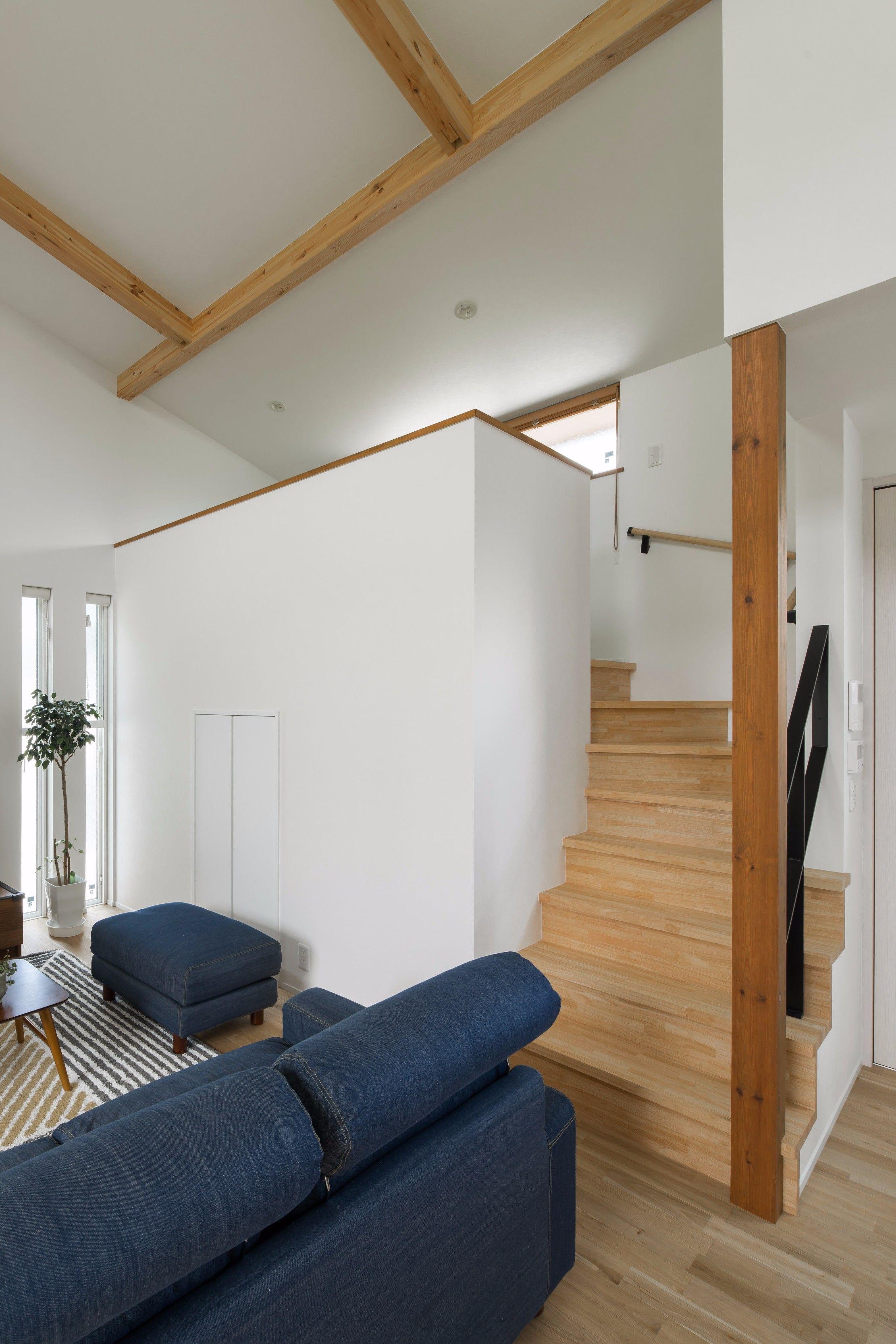 平屋の中二階につながる小さな階段 #ルポハウス #設計士と ...