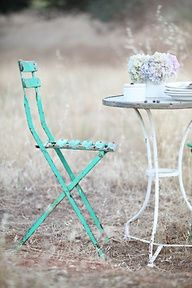 Love the turquoise chair!
