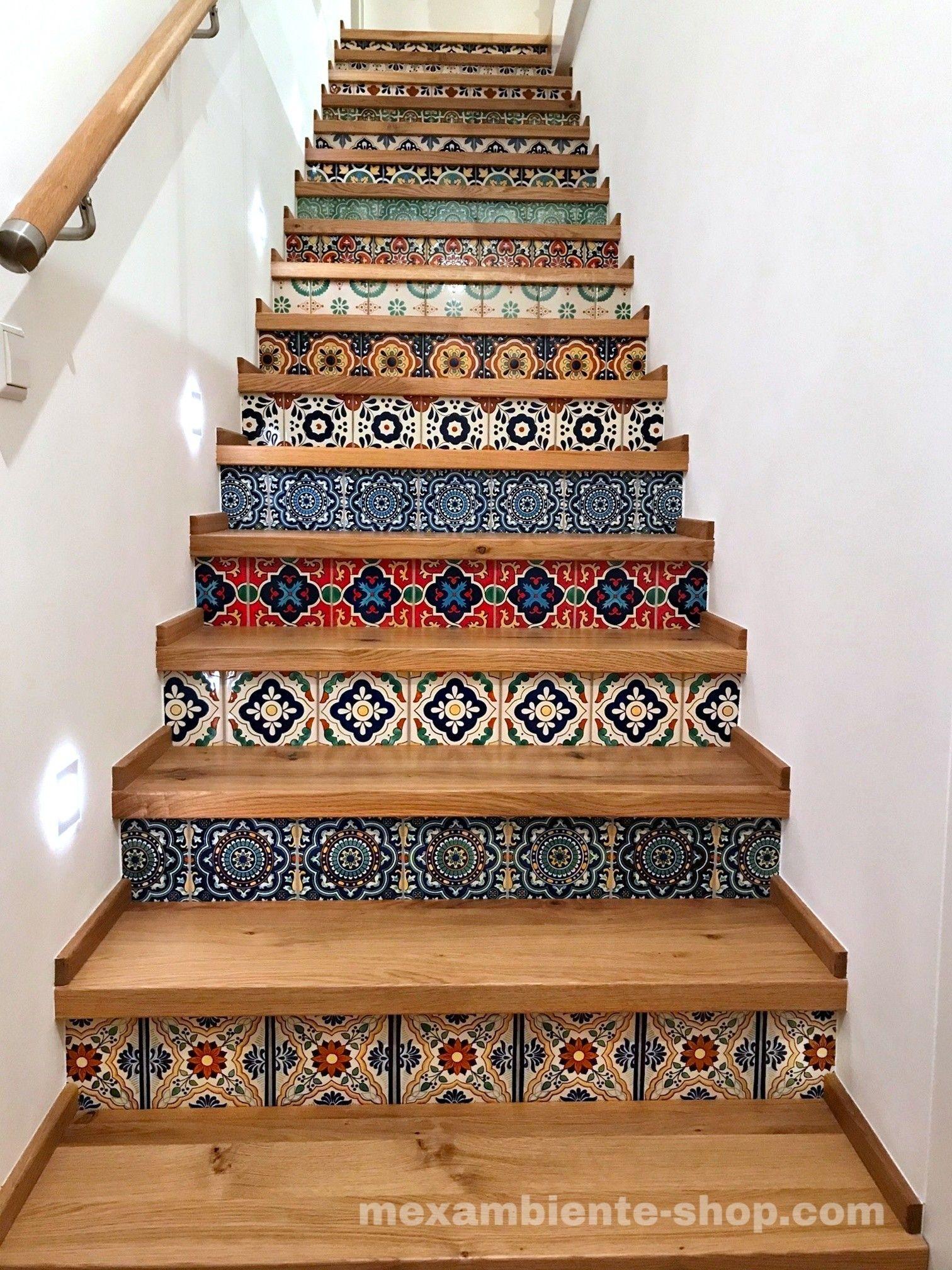 Treppe mit mexikanischen Fliesen (premium)