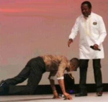 Wizkid Prostrates To Greet King Sunny Ade  So cool! Wizkid