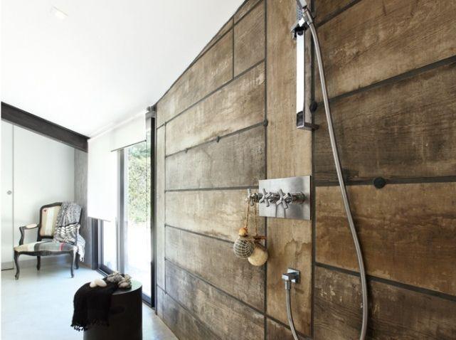 Carrelage effet planches de bois dans cette douche l - Planche en bois leroy merlin ...