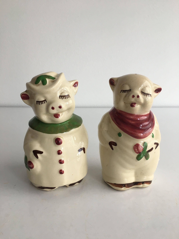 Vintage Shawnee Smiley Clover Pig Cloverleaf Pig Shakers Etsy Vintage Shakers Pepper Shaker Salt And Pepper Shaker