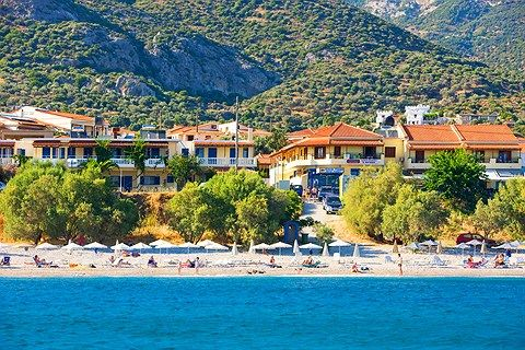 Samos. Pienehkö huoneistohotelli Veronica sijaitsee Votsalakian keskustassa lähellä rantaa. Votsalakian iltaelämä löytyy mukavan kävelymatkan päästä.