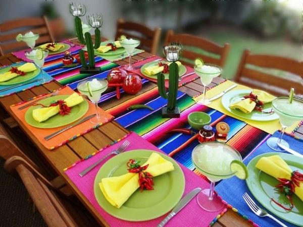 Table decoration ideas Mexican style napkin rings chilly peppers ...