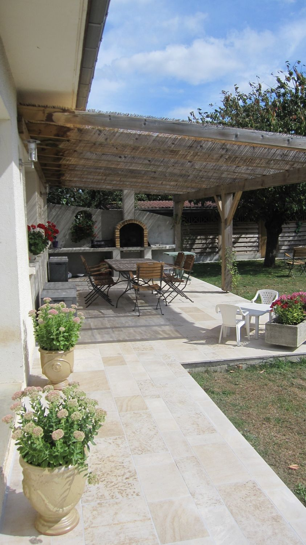 terrasse avec muret en pierre finest muret de pierre sche with terrasse avec muret en pierre. Black Bedroom Furniture Sets. Home Design Ideas