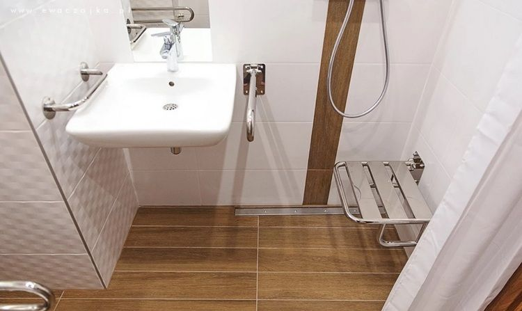 Waschbeckenhohe Im Bad Was Ist Empfohlen Und Was Optimal In 2020 Barrierefrei Bad Waschtischplatte Mit Unterschrank Badezimmer