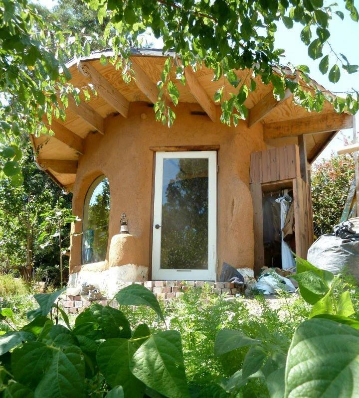 Good Building Design In Rainy Or Mixed Climates Means Deep Roof Overhang To Get Water Away From Your Building Especial Pergola Natural Building Rustic Pergola