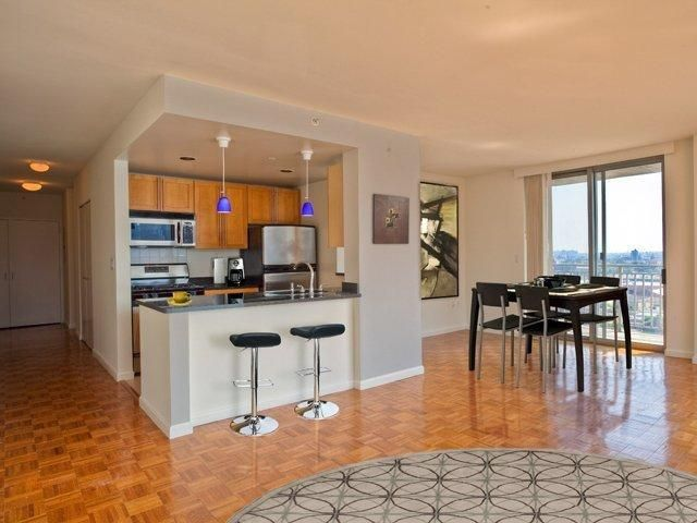 Photos Maps Description For Avalon Riverview Long Island City Ny Search Apartments Condos Town Homeore With