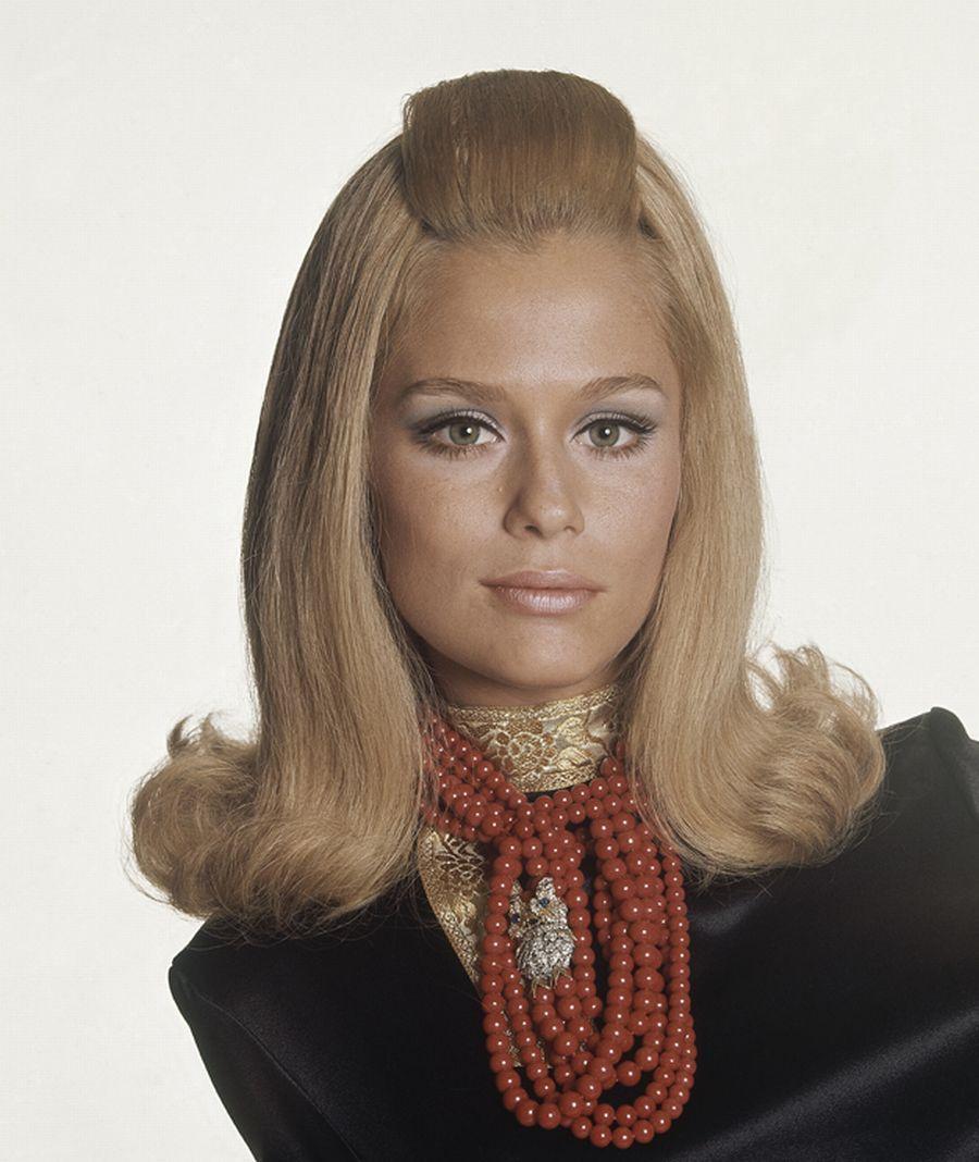 Lauren Hutton by Bert Stern, 1964 Coiffures vintage