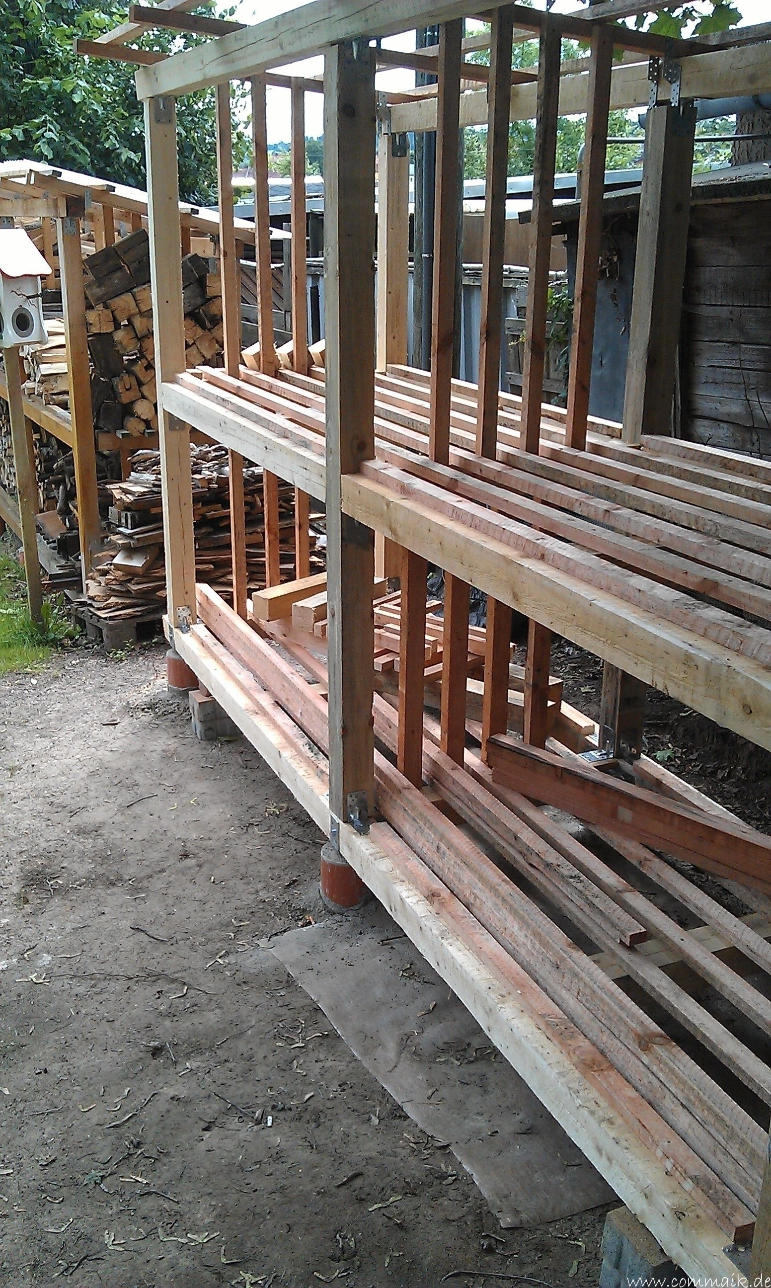 Das zweite Brennholzregal entsteht Brennholzregal, Holz