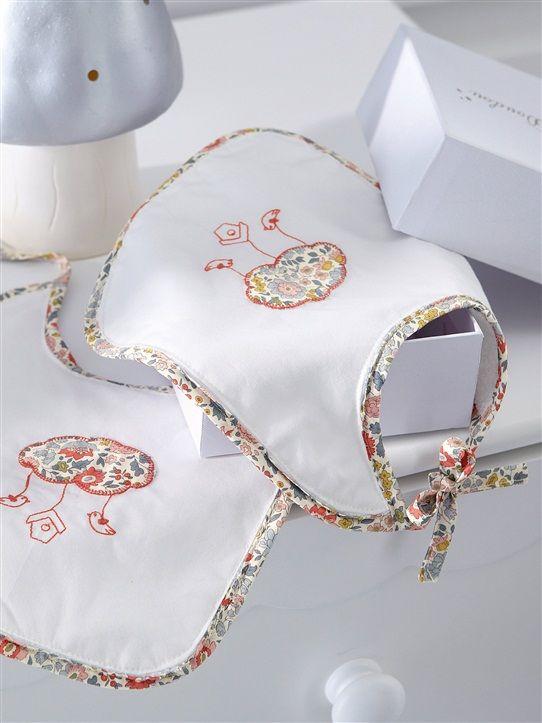bavoirs liberty cyrillus cl mentine pinterest cyrillus bavoirs et couture pour b b. Black Bedroom Furniture Sets. Home Design Ideas