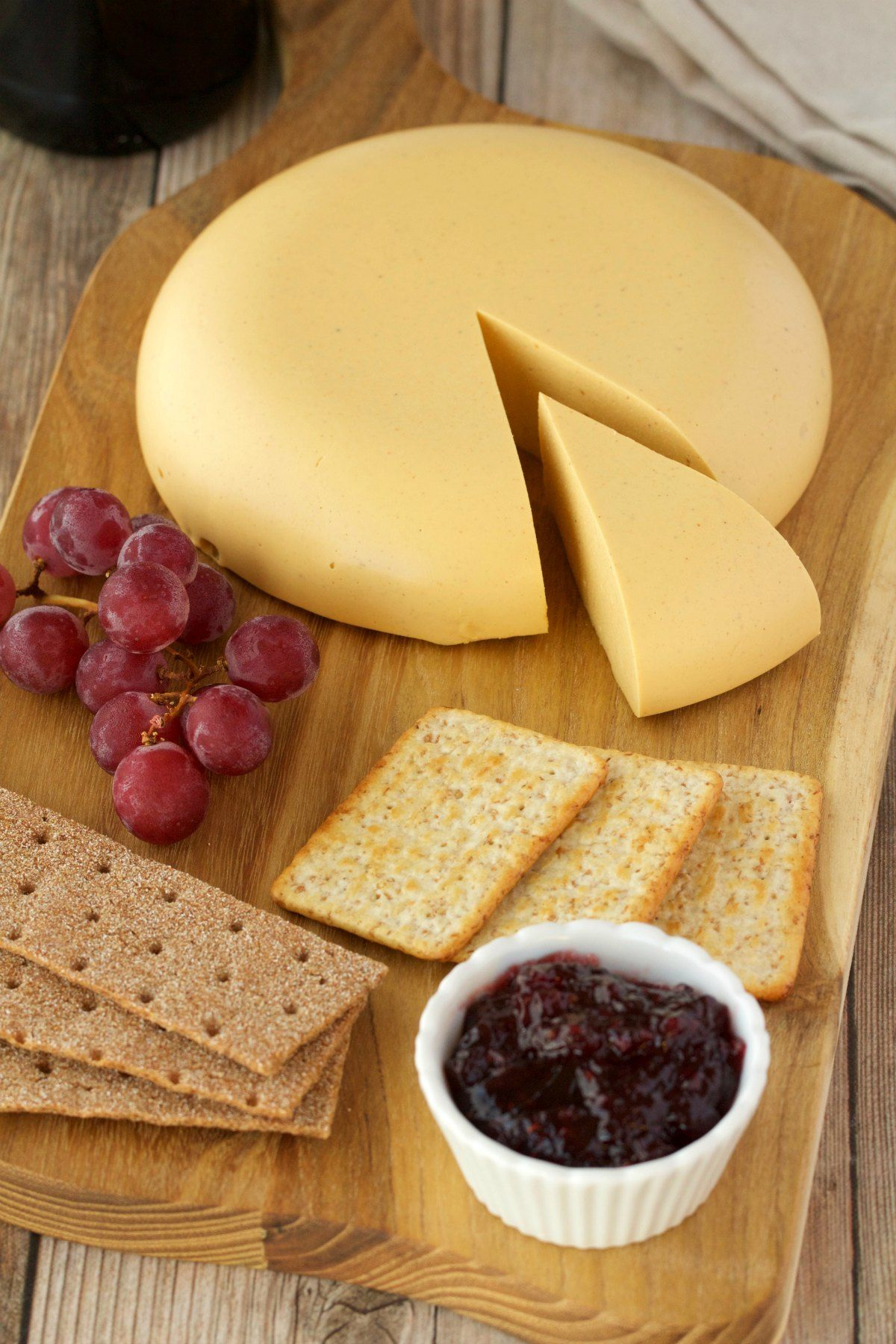 Vegan Cashew Cheese That Is Sliceable And Perfect For A Vegan Cheese Board It S Delicious On Crac Vegan Cashew Cheese Vegan Cheese Recipes Vegan Cheese Boards