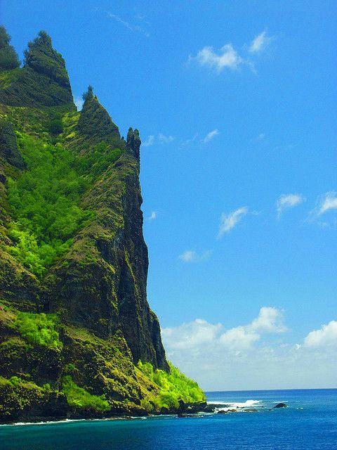 The cliffs of Fatu Hiva on Marquesas Islands, French Polynesia (by georgeogoodman).