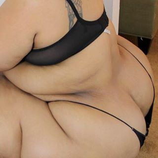 Rubbin on my soft bbw ass