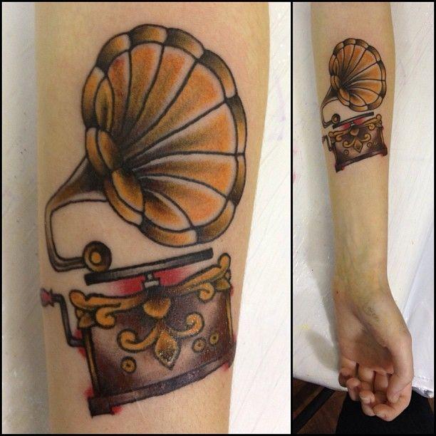 #tattoo da @letsck  #phonographtattoo