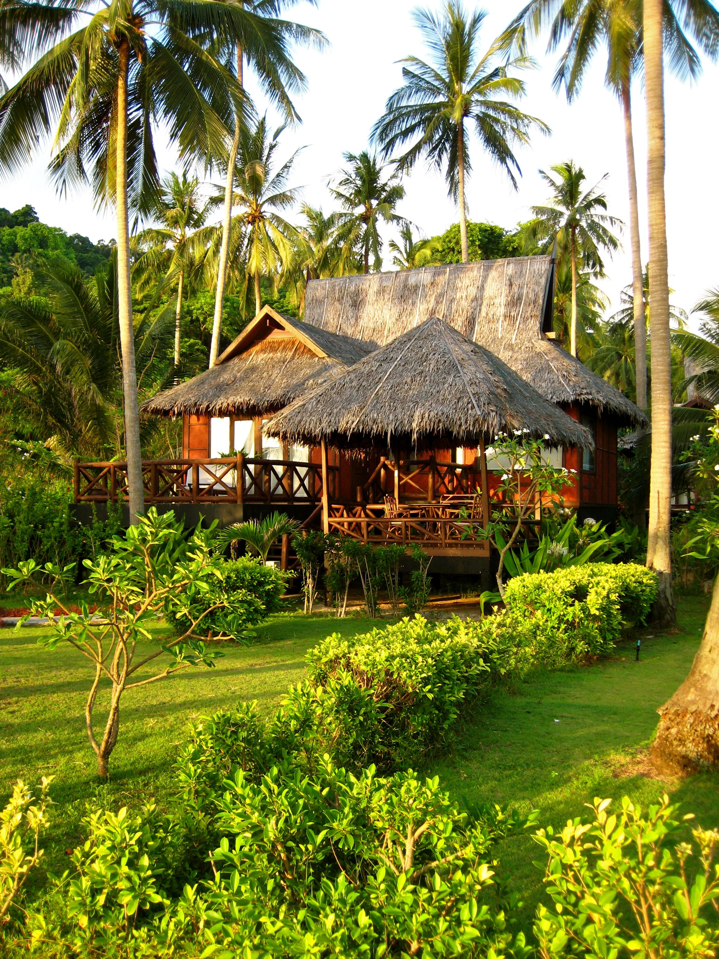 bungalow phi phi island village beach resort spa koh. Black Bedroom Furniture Sets. Home Design Ideas
