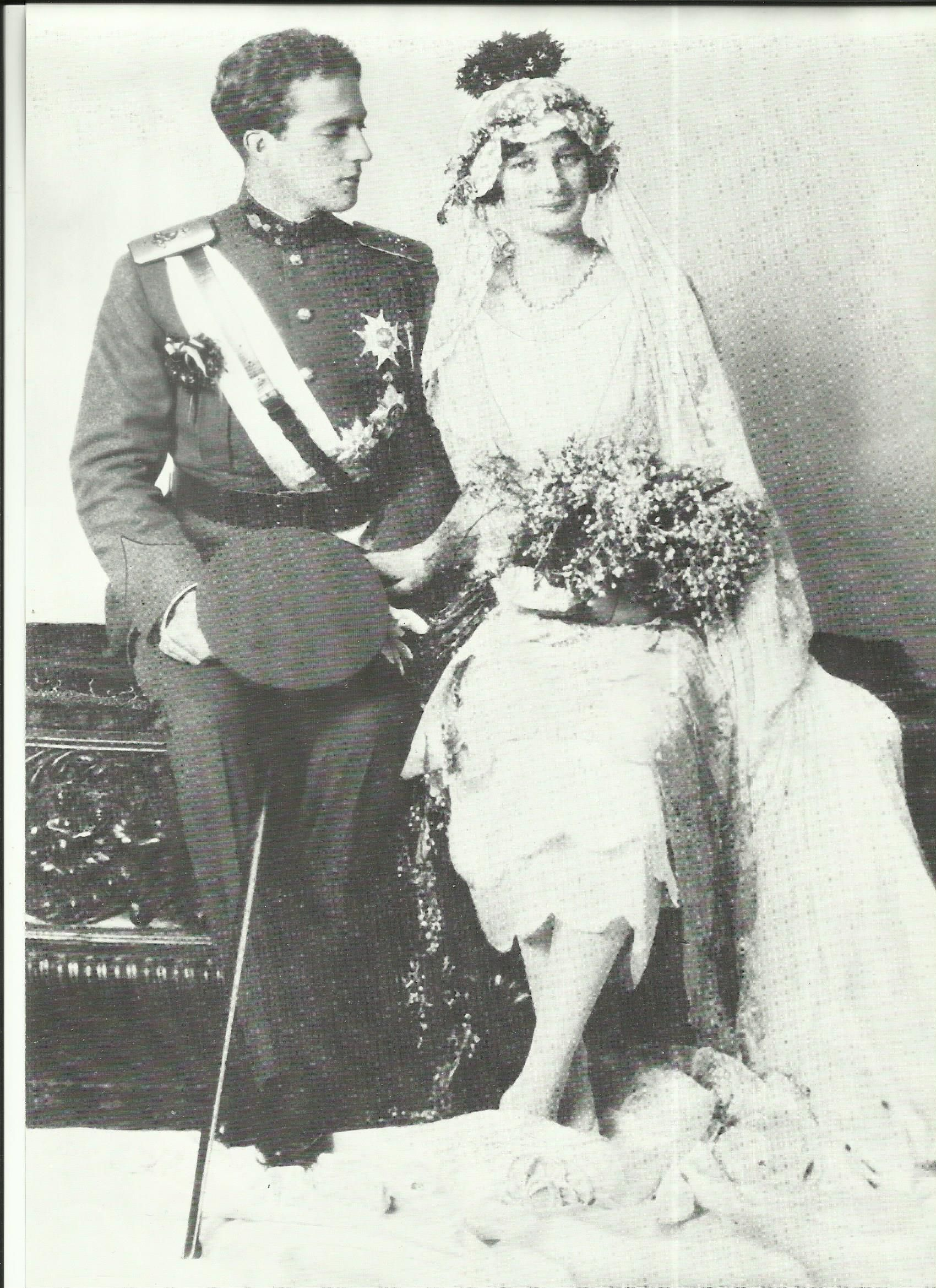 Het Huwelijk Van Kroonprins Leopold En Prinses Astrid Van Zweden In 1926 Bracht Groot Geluk In Het Belgische Ko Royal Wedding Dress Royal Weddings Royal Brides