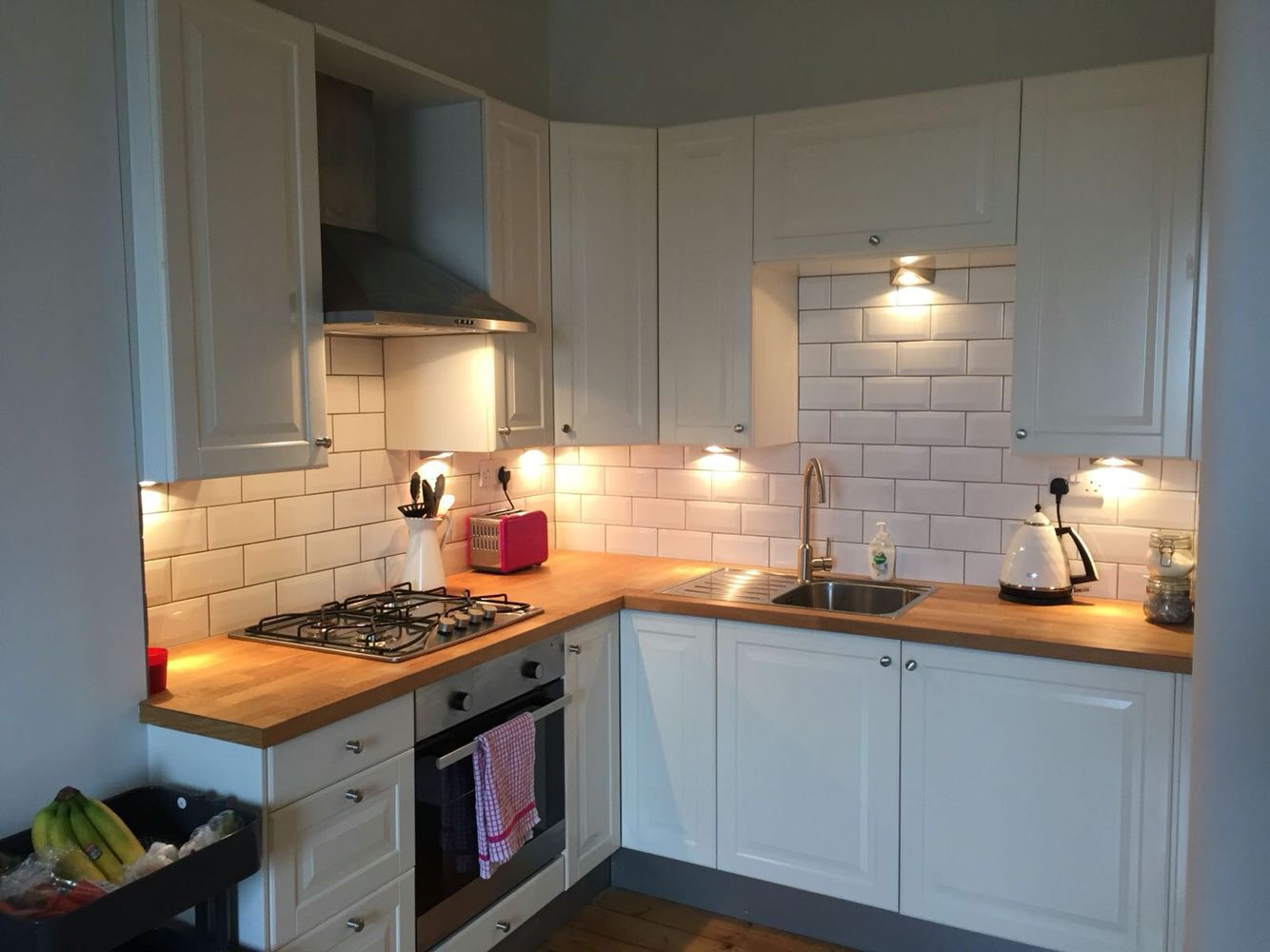 Best Cream Shaker Kitchen White Subway Tile Wooden Worktops 400 x 300