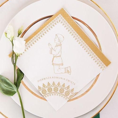 a73ef25139 Pięknie zdobione komunijne serwetki z pewnością zachwycą Twoich gości! Na  produkcie znajdziemy grafikę przedstawiającą modlącego
