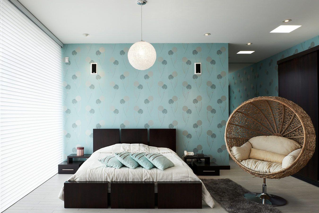 Aluminium jaloezieën in de moderne slaapkamer kamer zoë