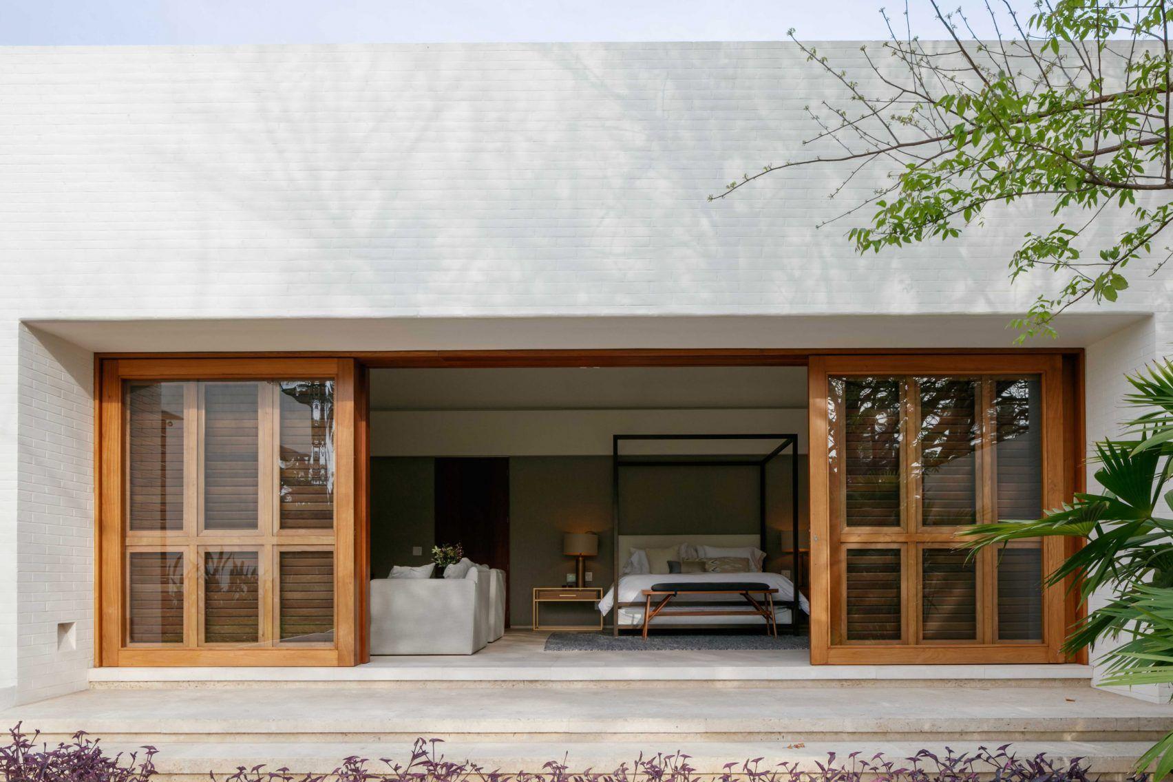 Casa Tm By Cdm Garage Door Design Garage Door Styles Mexican Courtyard