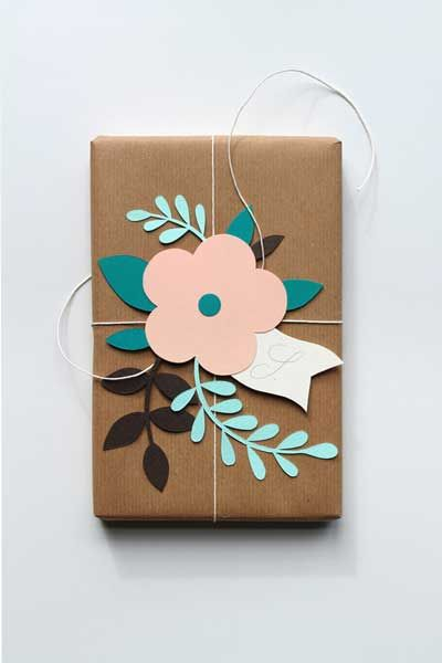 Ideas elegantes para envolver un regalo con cari o flores - Papel de regalo original ...