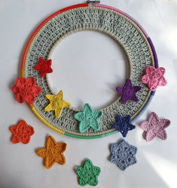 Photo of How to make a crochet star wreath – hobbycraft blog