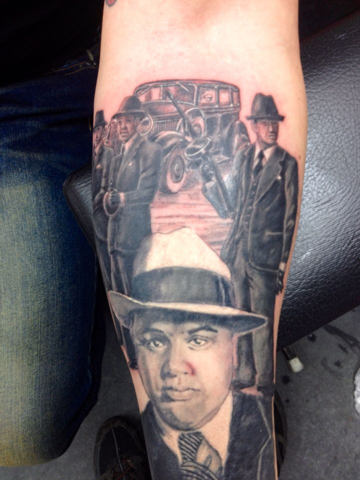 f914d7836ac1b Al Capone portrait with some other gang members Gangster Tattoos, Gang  Members, Al Capone