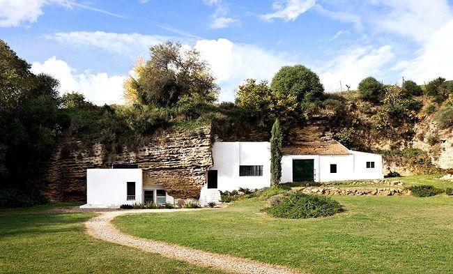 Une jolie maison troglodyte dans les montagnes espagnoles