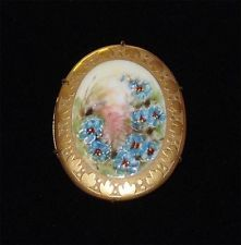 VICTORIAN PORCELAIN HAND PAINTED BLUE POPPIES RAISED GOLD DESIGN TRIM BROOCH PIN