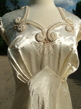 wedding dress front detail, 1930s.