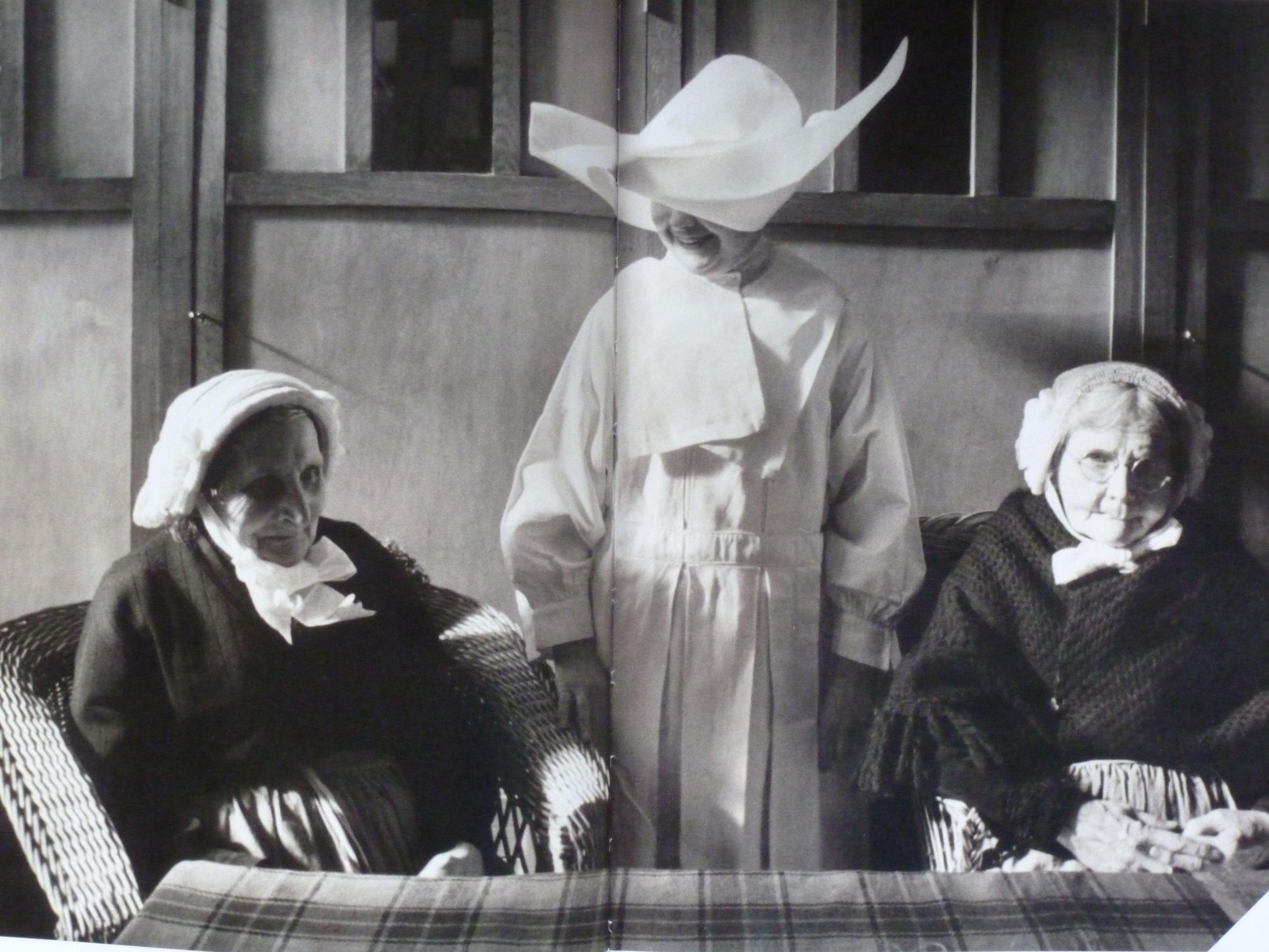 Non met 2 Brabantse bejaarden in het bejaardenhuis, jaren vijftig. #NoordBrabant