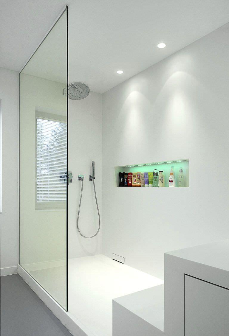 una doccia illuminata con due faretti led bianchi  faretti led  Bathroom niche, Bathroom spa e ...