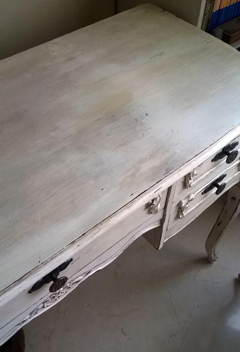 Restauración del tablero de un escritorio decapé