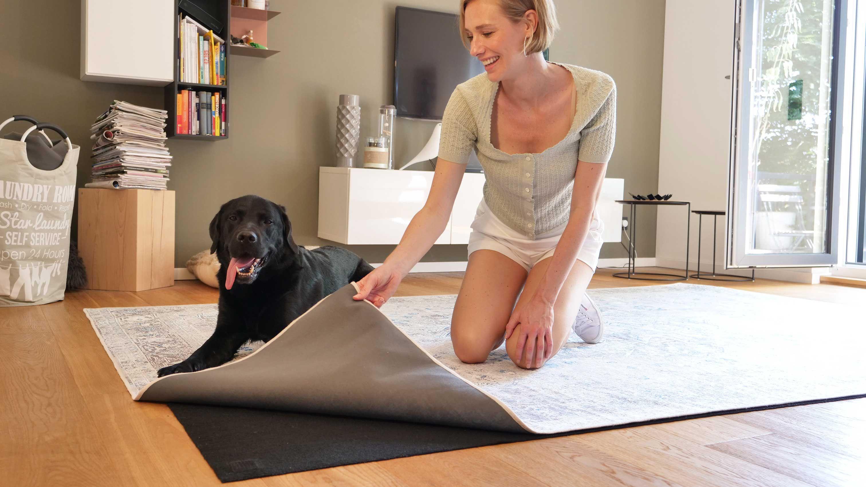 Seine Leuchtenden Farbe überzeugen Auf Den Ersten Blick Der Uno Taupe Teppich überzeugt Durch Vielfältige Verwendbarkei In 2021 Teppich Waschbar Teppich Teppich Beige