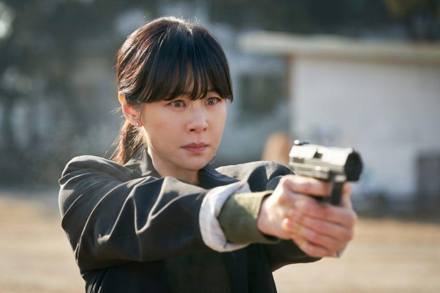 """Choi Kang Hee's Rage Bubbles At The Surface As She Aims Her Gun In """"Good Casting"""""""