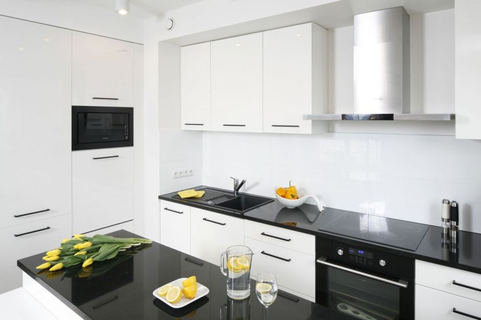 Mala Biala Kuchnia Tak Urzadzaja Polacy Kitchen Remodel Kitchen Cabinets Kitchen