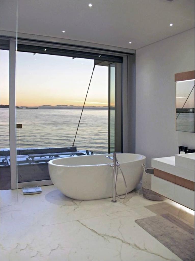 salle de bain bord de mer baignoire
