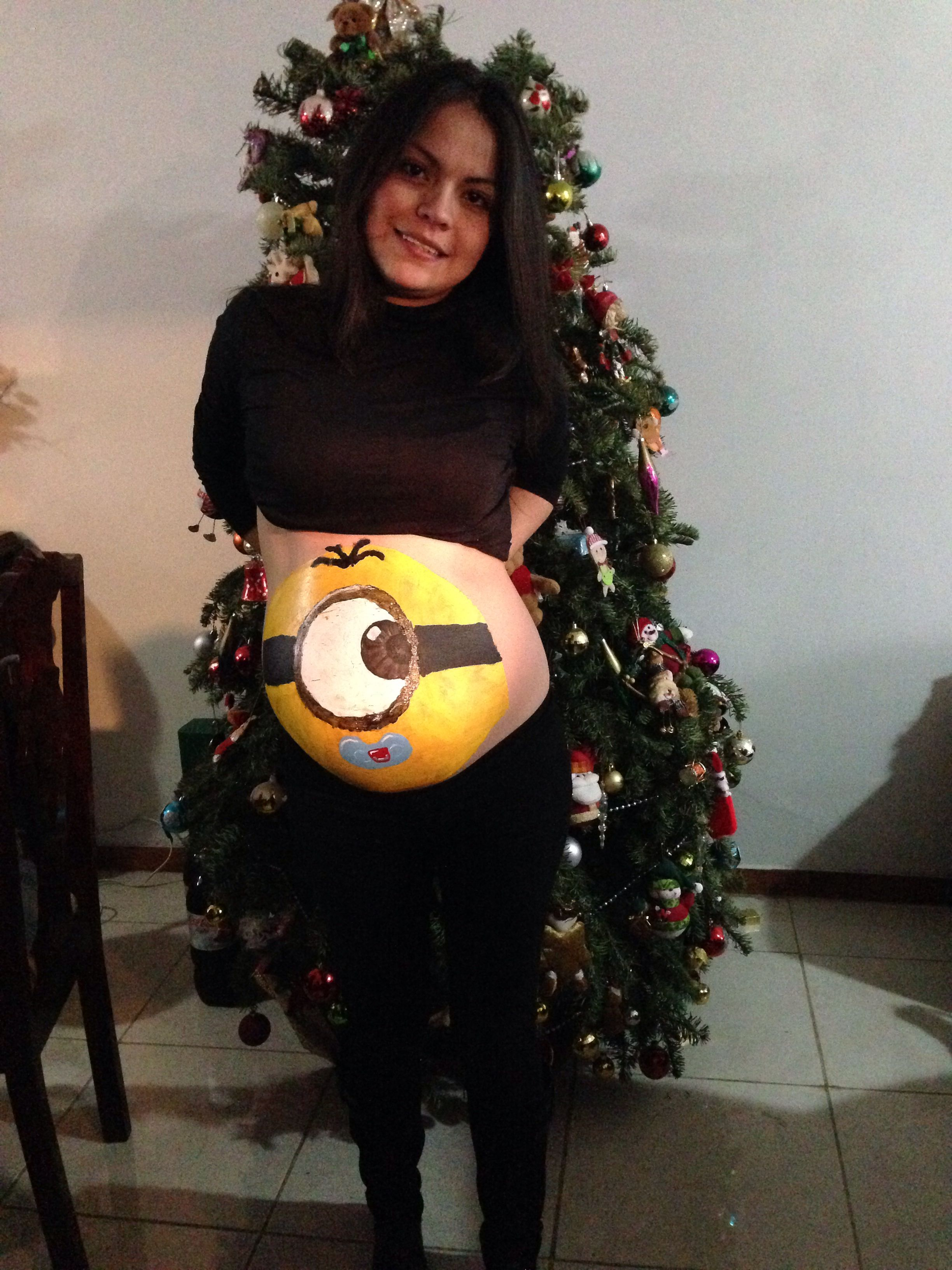 aeb5b1f245a98 Baby minion. Belly painting Body Painting Femme, Bump Painting, Pregnancy  Belly Pictures,