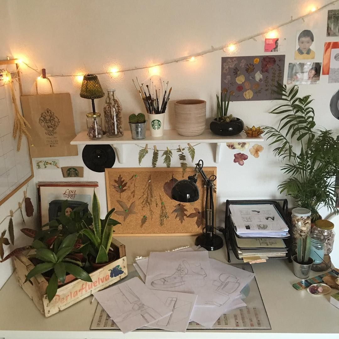 Aesthetic Bedroom Vintage Art Hoe Carlos On Instagram Got A New Plant And I M S In 2020 Apartment Living Room Design Aesthetic Room Decor Aesthetic Bedroom