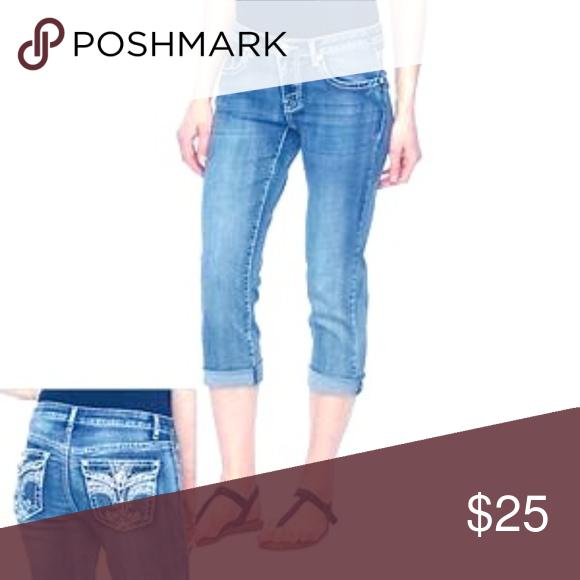 f5d5c1601ba Plus size 18   1X stretch blue jeans pants capris These women s Apt. 9 jean  capri length deliver bold style. Wear pant straight down or Cuffed hem ...
