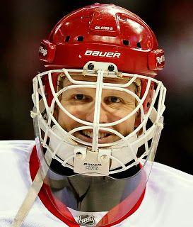 Chris Osgood Wearing His Distinctive Cooper Bauer Sk 2000 And Hm 30 Cage Chris Osgood Helmet Detroit Red Wings Red Wings Hockey Detroit Red Wings Hockey